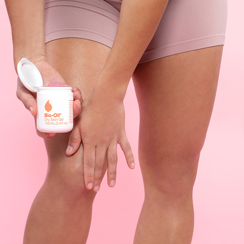 applying dry skin gel